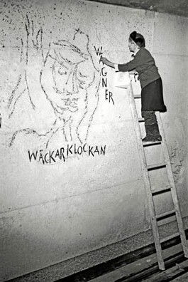 Siri Derkert creating the wall art at Östermalmstorg tunnelbana